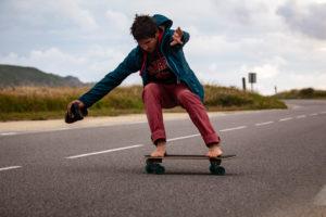 Séance de surf skate un après-midi à la Pointe du Raz.